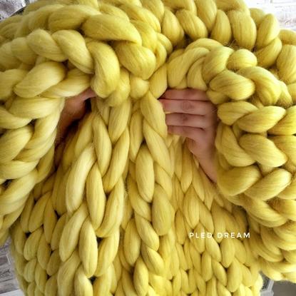 картинка плед шерстяной из толстой пряжи ручной работы в наличии , цвет: лимонный. желтый, купить в Москве
