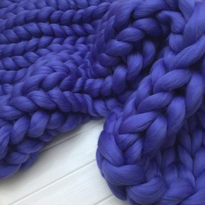 картинка стильный вязаный плед крупной вязки из мериноса купить недорого в Москве, цвет: синий, васильковый