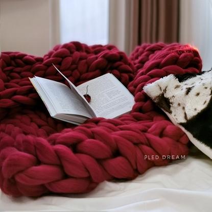 картинка интерьер спальни, плед из мериноса крупной вязки на заказ по вашему размеру, плед толстый цвет: бордо